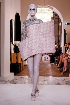 Неделя высокой моды в Париже: показ Balmain сезона весна