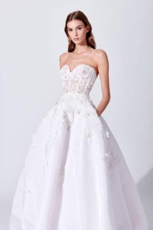 Тренды свадебной моды 2020: платья, прически, букеты